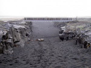 Icelandic bridge connects two continental tectonic plates