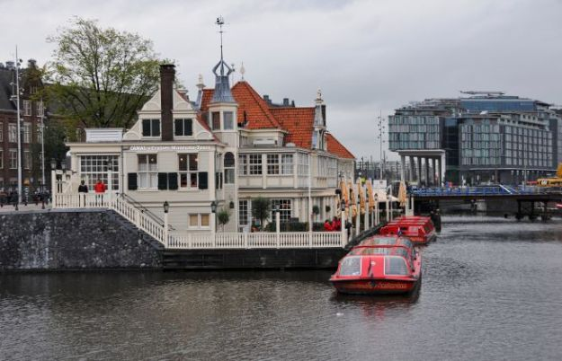 Multi-purpose restaurant on one of Amsterdam's broad canals.