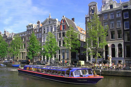 Modern standard canal boat